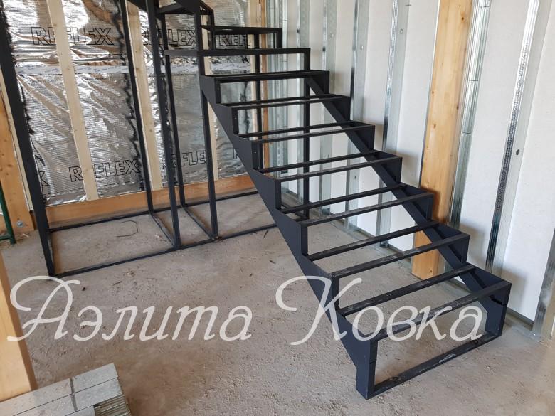 Каркас лестницы Г-образный