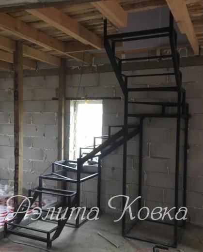 Каркас металлический под деревянную лестницу