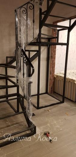 Лестница каркас под зашивку