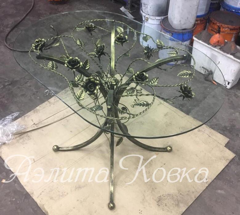 Обеденный стол кованый