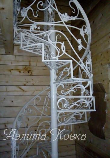 Лестница винтовая кованая