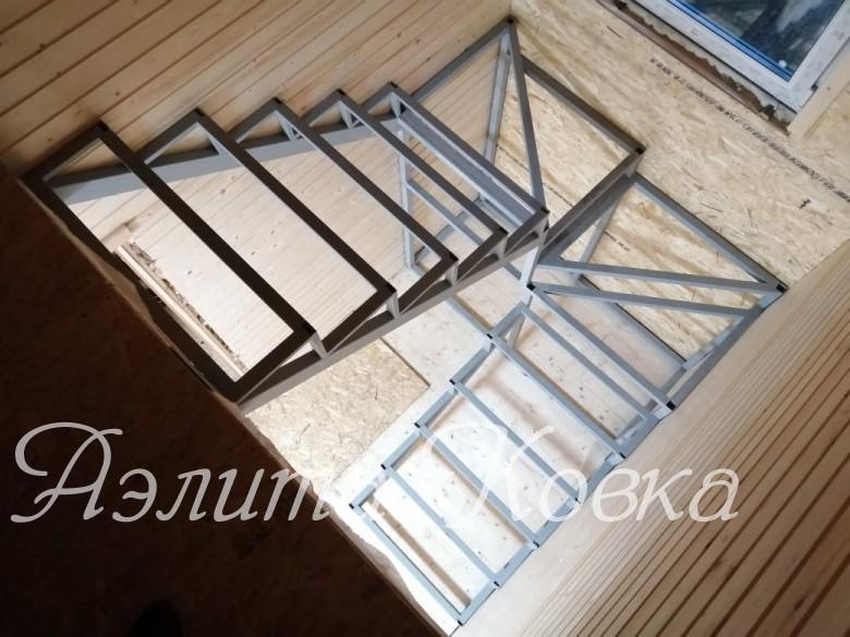Лестница с забежными ступенями под зашивку