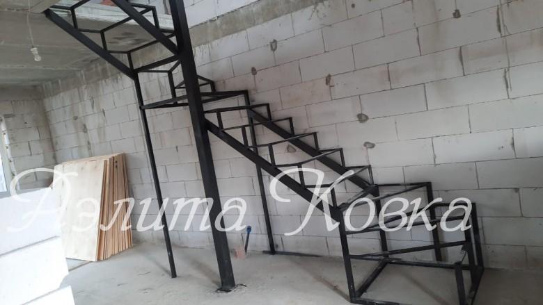 Лестница под зашивку с забежными ступенями