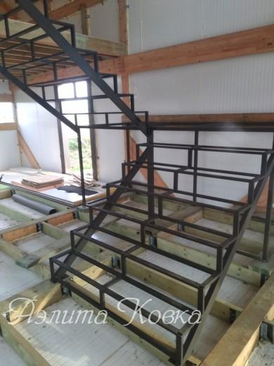 Лестница под зашивку с площадкой
