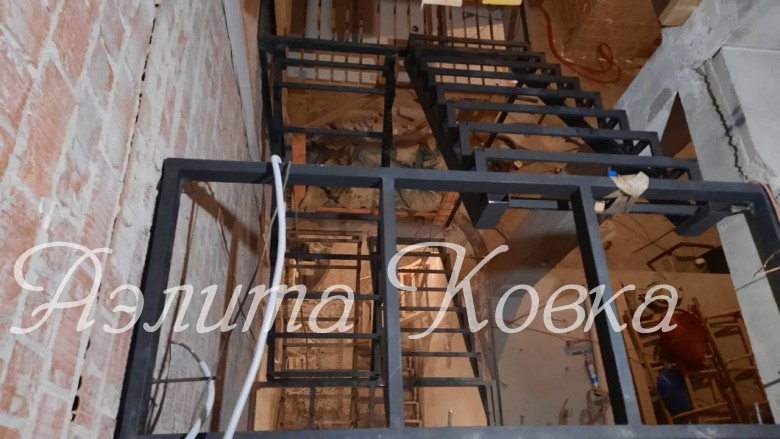 Лестница под зашивку с площадками