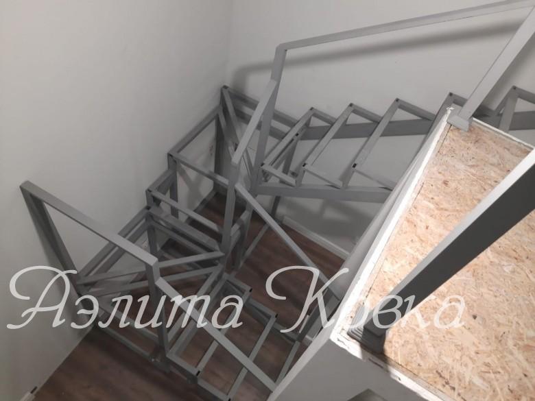 Лестница под зашивку П-образная