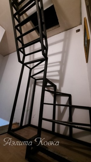 Лестница-стремянка на чердак