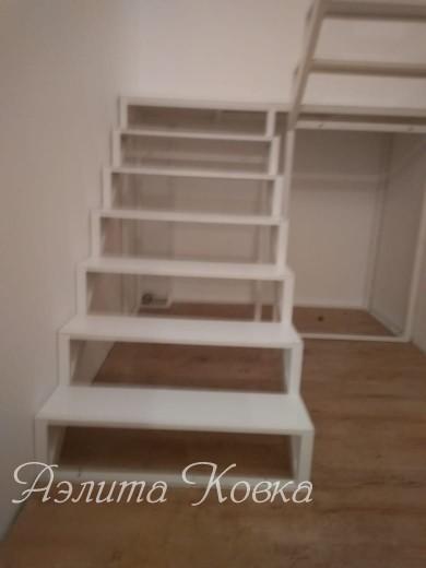 Лестница под зашивку металлическим листом