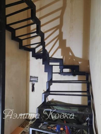 Лестница на ломаных косоурах 100*50 мм