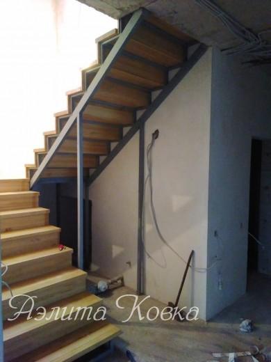 Лестница под зашивку с деревянными ступенями