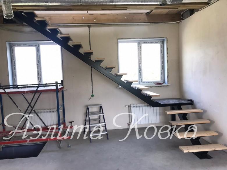 Лестница на монокосоуре 140*120 мм