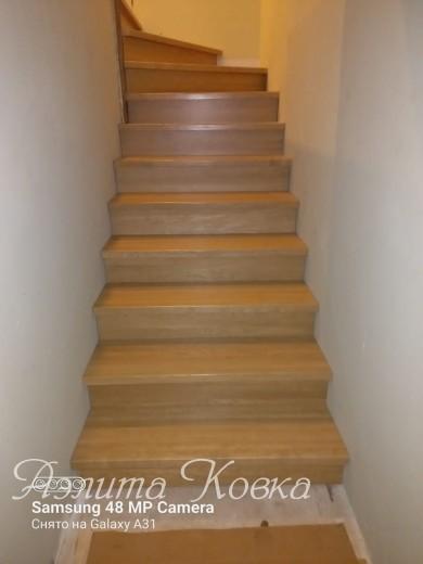 Лестница под зашивку дубовыми ступенями